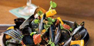 Venice-Magazine-Fall-2015-Issue-Tapping-Into-Boca-Tap-42-Susan-Bryant-Felipe-Cuevas-Mussels