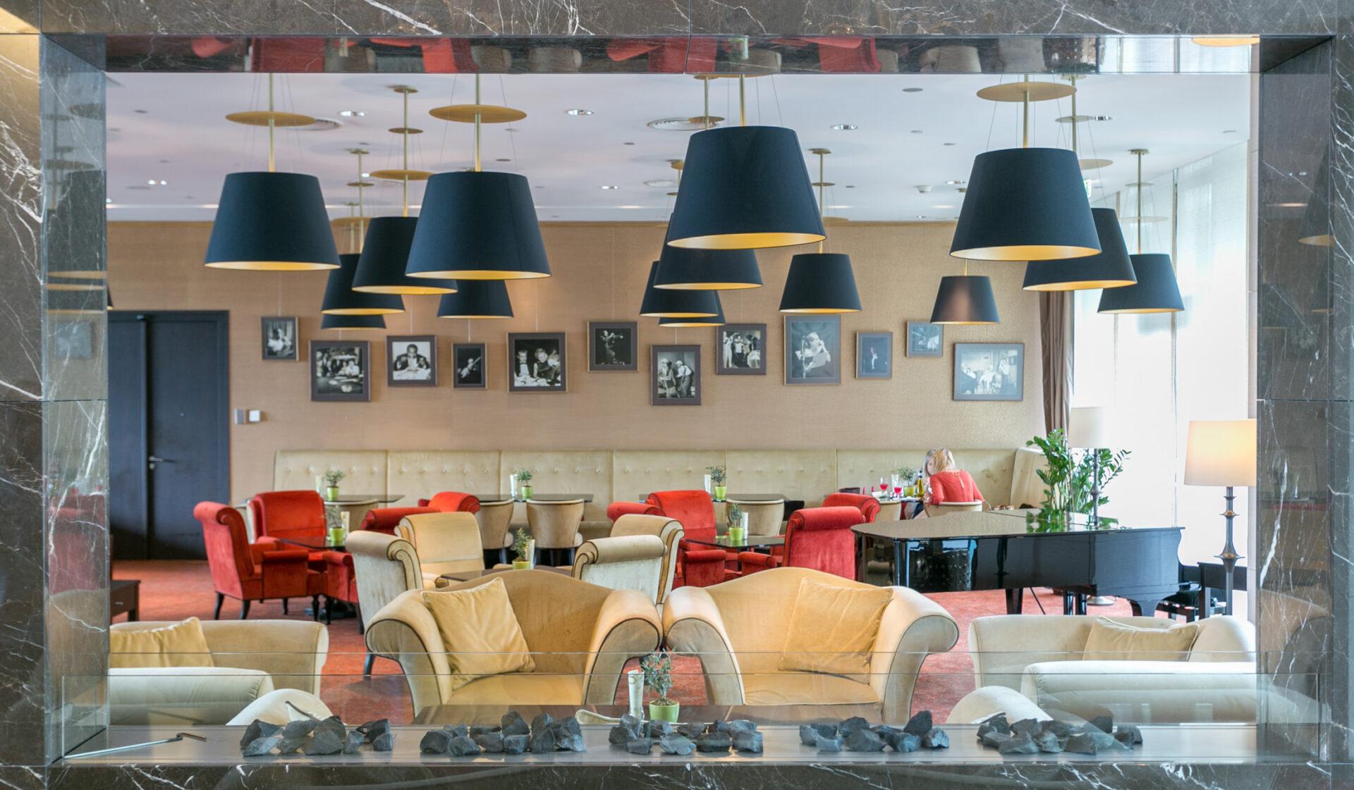 Grand-Hotel-River-Park-Bratislava-Slovakia-danube-travel-hotel-Snímek-dining