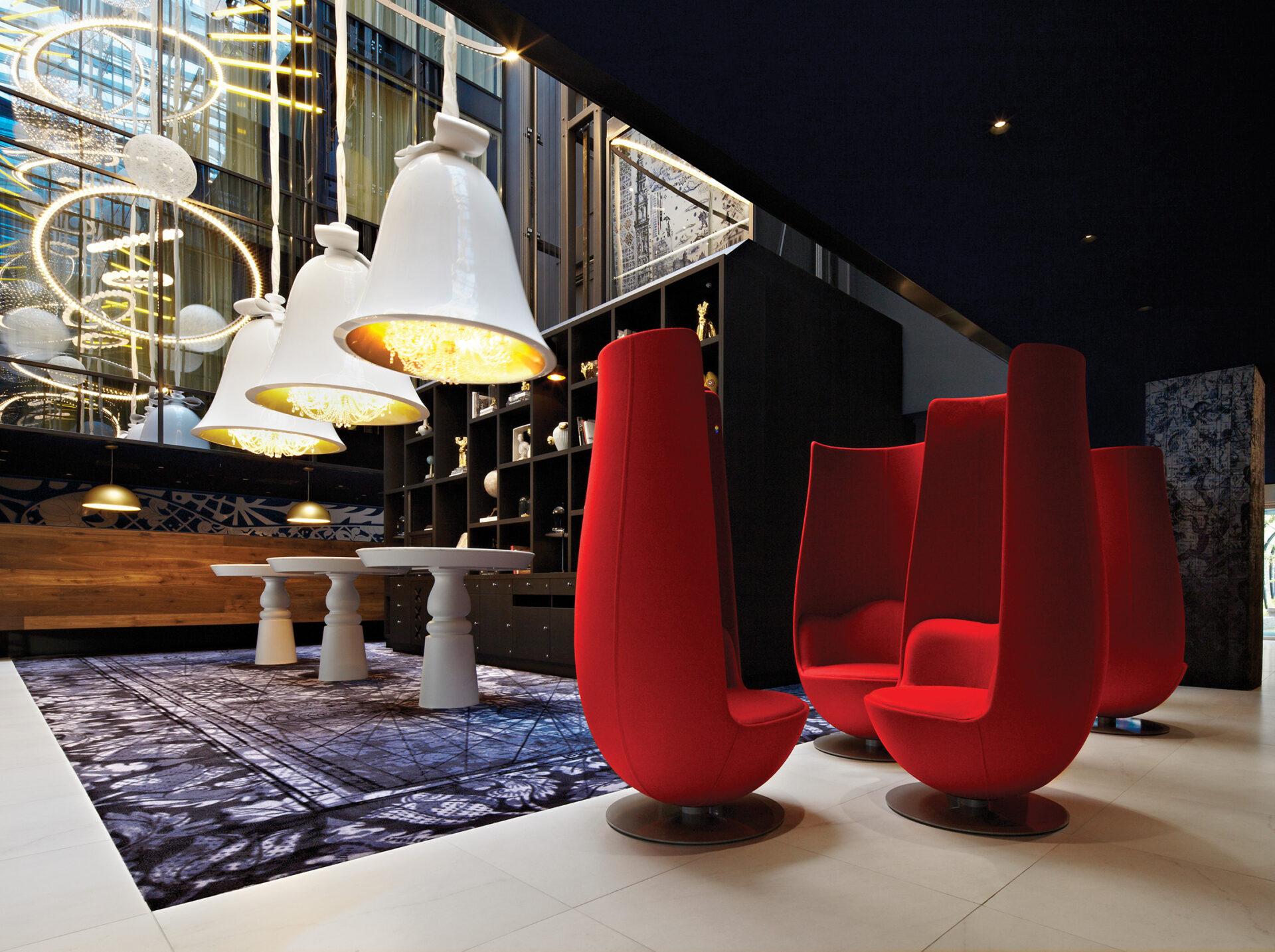 Marcel-Wanders-tulip-chairs-Andaz-Amsterdam-hotel-lobby-Venice-Nila-Do-Simon