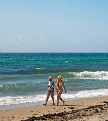 A-Sea-of-Change-Venice-Magazine-Hollywood-Beach-Shoreline-Walk-Broadwalk-Sunny-Day