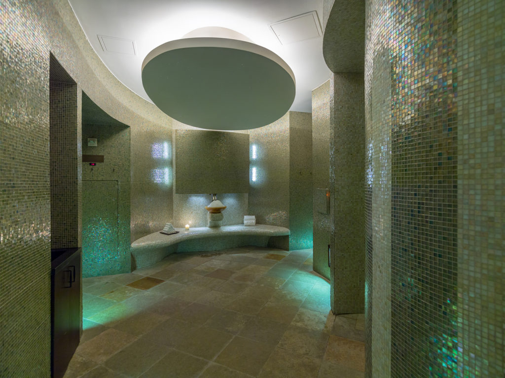 Acqualina-Resort-spa-sunny-isle-florida-wellness-espa-venice-magazine-lounge-nila-do-simon
