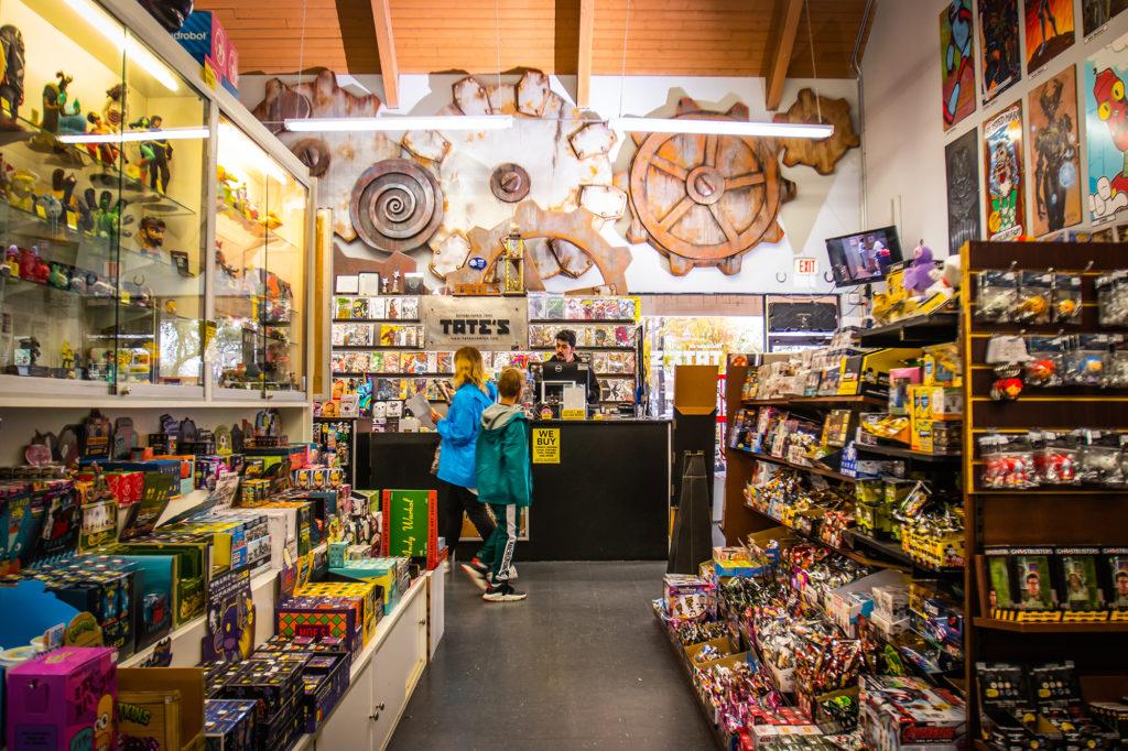 Tates-Comics-eduardo-schneider-madison-flager-venice-fort-lauderdale-spring-2019-store