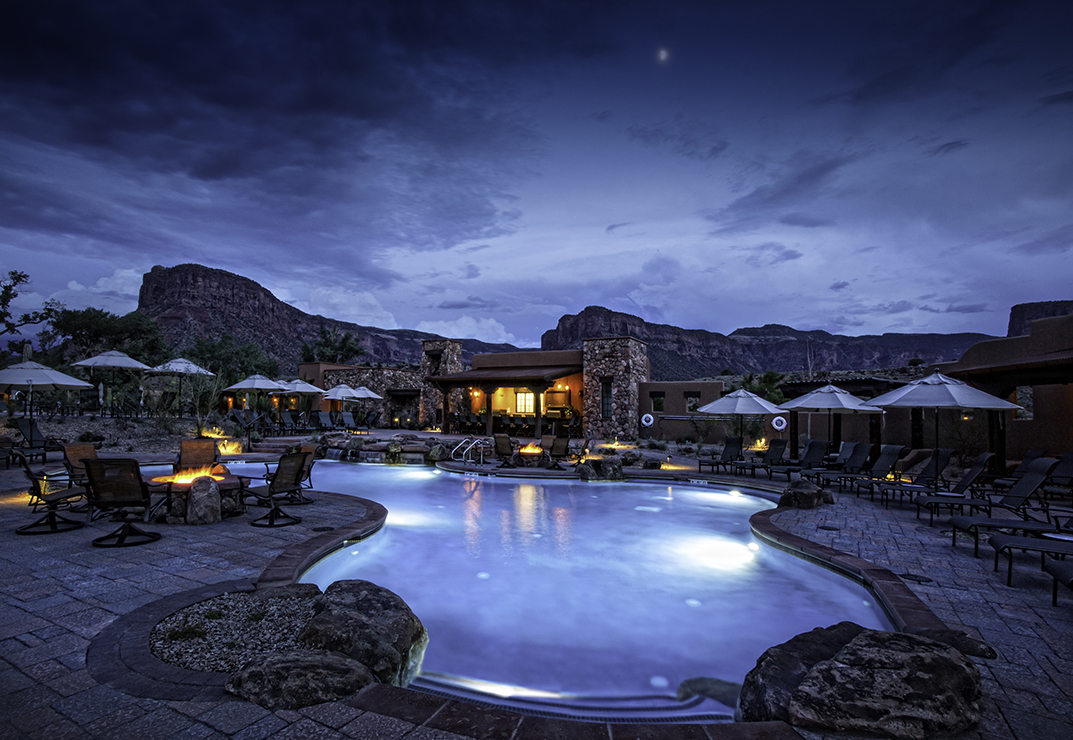 Venice-Magazine-Nila-Do-Simon-Gateway-Canyons-Resort-Spa-Colorado-Night-Pool