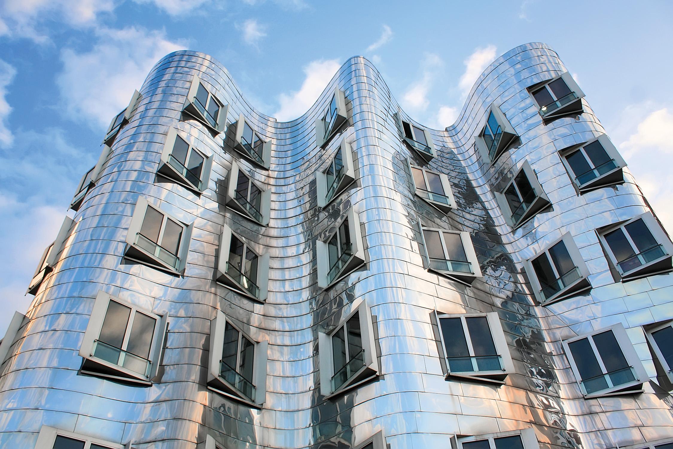 Frank-Gehry-Neuer-Zollhof-Duesseldorf-Venice-travel-Nila-Do-Simon