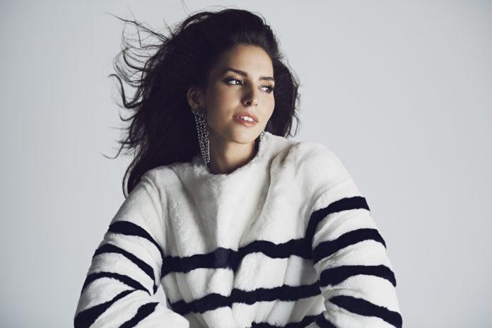 Follow-Her-Genesis-Rodriguez-Venice-Kule-Dylanlex