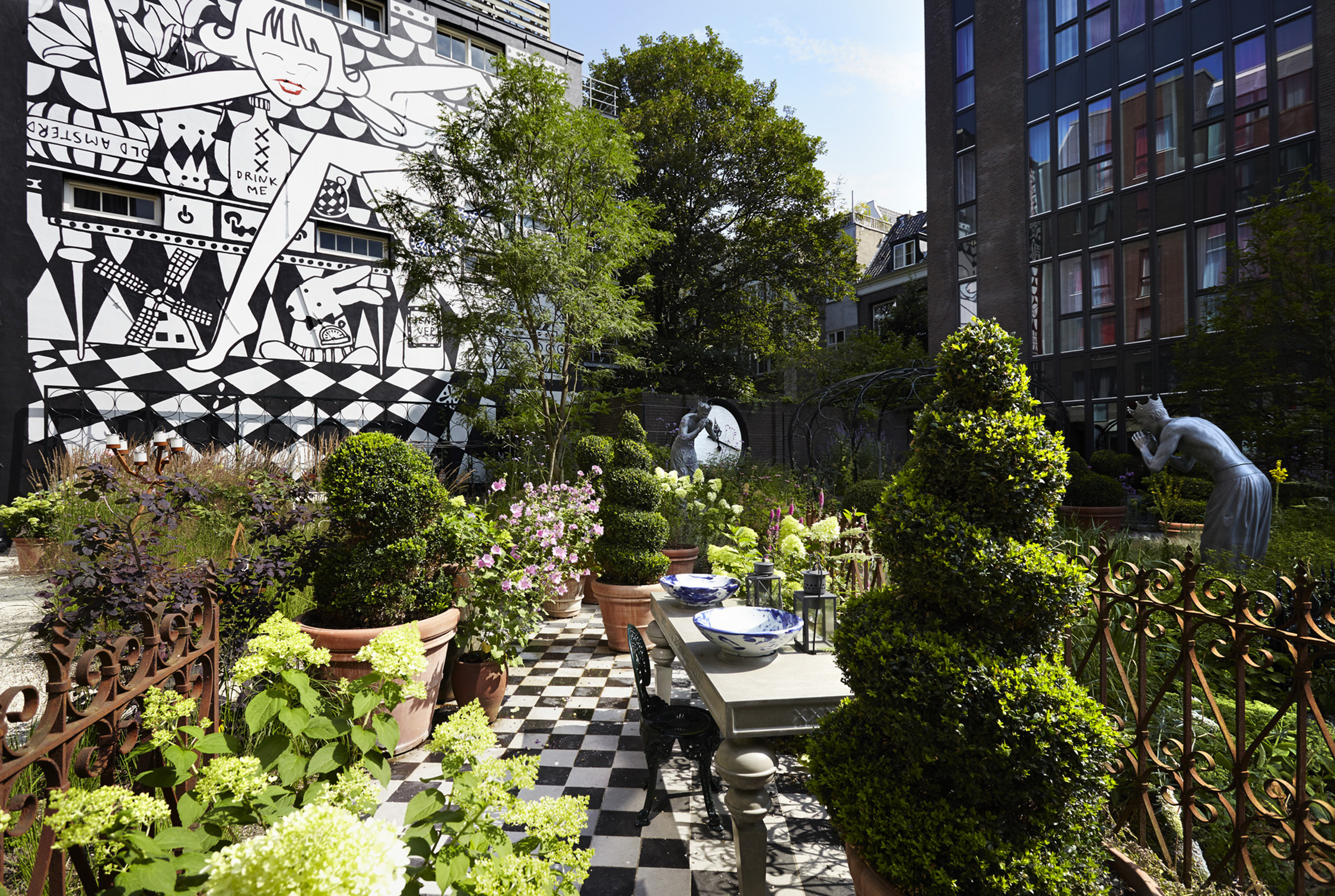 The-Andaz-Amsterdam-Prinsengracht's-Alice-in-Wonderland-inspired-garden-venice-nila-do-simon