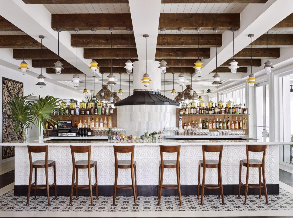 Isla-Bella-Bar-Lane-Nieset-Venice-Magazine